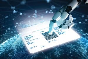 Eine Roboter-Hand berührt den QR-Code einer Rechnung